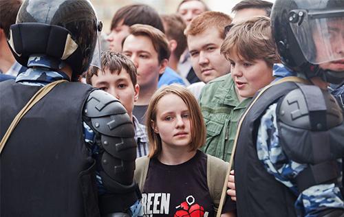 Вовлечение несовершеннолетних в несанкционированные митинги